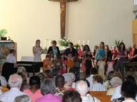 Die Kinder des Stephanuskindergartens gaben der Pfarrfamilie Löw ihre Wünsche mit auf den Weg ins Gemeindeleben