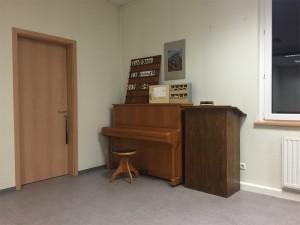 Liedtafel und Lesepult in Hausen