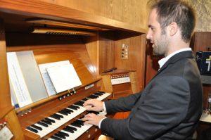 Felix Mende an der Weigle-Orgel in Stephanus