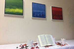der selbstgeschmückte Altar zum Werkgottesdienst des KGR