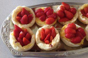 Blätterteigtörtchen mit Erdbeeren