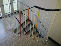Bauausschuss und Konfirmandeneltern bringen frische Farbe ins Treppenhaus